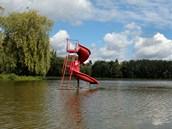 V Novém rybníku na Příbramsku je koupání zakázáno. Hygienici tu objevili