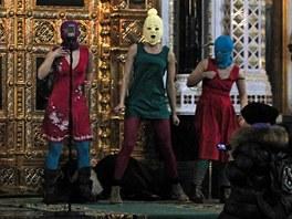 Vystoupení  ruské dívčí kapely Pussy Riot v moskevském chrámu Krista Spasitele.