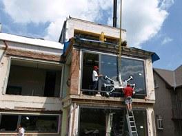 Jedn�m z�nejobt�n�j��ch �kon� p�i rekonstrukci domu byla manipulace a