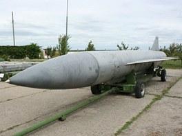 Křídlatá raketa CH-22 MP s doletem 400 km, jejíž konvenční výbušná náplň byla