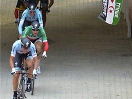 ŠTYBARŮV A RABOŇŮV TÝM. Tým Omega-Pharma Quickstep během první etapy Vuelty.