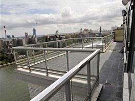 Výhled na přílivovou úžinu East River