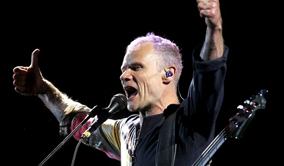 Red Hot Chili Peppers v pražském Edenu 27. 8. 2012 (Flea)
