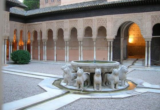 Lví fontána představuje nejslavnější obraz Alhambry.