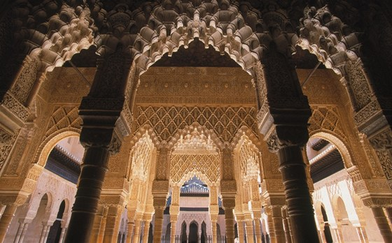 Alhambra posledních sultánů je glorifikací vlastní pomíjivé krásy.