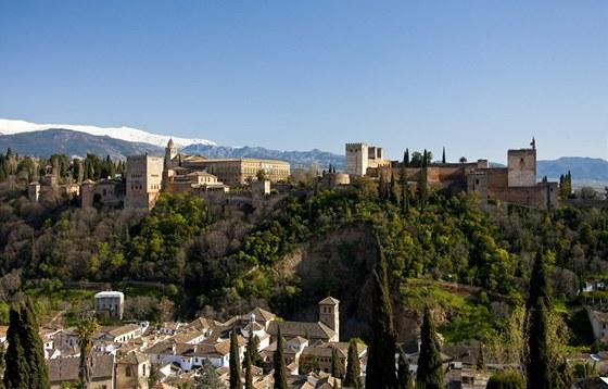 Svět katolického Španělska a muslimské dynastie Nasrovců stojí v Granadě hned