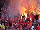 OHE� NA OSLAVU. Plze�t� fanou�ci oslavili ligov� v�t�zstv� nad Mladou
