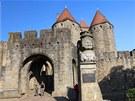 Při vstupu do Carcassonne si připadáte jako v pohádce. Ovšem až na ty davy