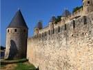 Rekonstrukce mocných hradeb trvala památkářům více než sto let.