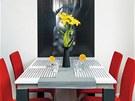 Efektní lustr Azzardo Flower z hliníkových destiček ladí s černobílou