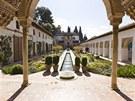Voda je zachycována sedm kilometrů od Alhambry a sváděna dolů, aby bylo možné