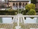 Alhambra se někdy přirovná i k Versailles.