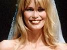 Claudia Schifferová září na přehlídce značky Valentino v roce 1995.