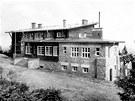 BEZRUČOVA CHATA. Původní Bezručova chata, která v roce 1978 vyhořela. Novou...
