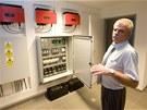 Na snímku František Michálek u energetického zázemí domu z firmy, která projekt