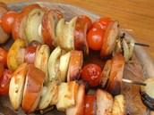 Tvarůžkové špízy s cherry rajčátky