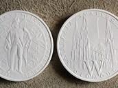 Detail sádrových návrhů medaile dómu sv. Václava od uznávaného sochaře