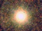 Snímek uhlíkové hvězdy IRC+10216, také známé jako CW Leonis, z Herschelova