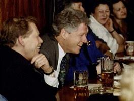 Václav Havel a Bill Clinton v české hospodě