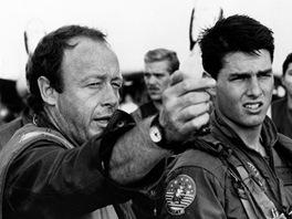 Režisér Tony Scott a Tom Cruise při natáčení filmu Top Gun