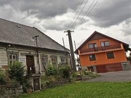 Tam, kde je dnes v Matějově oranžový dům, stávalo dříve stavení s číslem 2, kde
