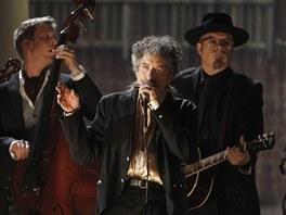Bob Dylan vystoupil 13. února 2011 na Grammy za doprovodu spojených skupin