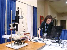 Vítěz soutěže mikrorobotů NIST 2012 s časem kolem půl sekundy