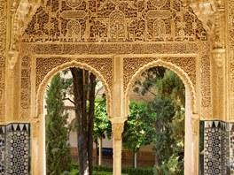 Alhambra dodnes fascinuje vypracovaností výzdoby.