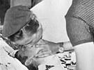 Pokusy o o�iven� selhaly. Tom Simpson v souboji s Mont Ventoux podlehl.