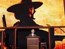 Clint Eastwood mluví na sjezdu republikánů, vedle stojí prázdná židle, která v