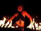 Ke Slavnostem královny Elišky v Hradci Králové patří také ohňový průvod.