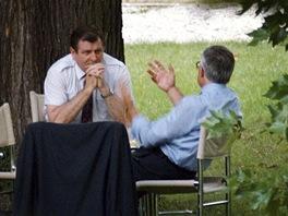 Vladimír Mečiar a Václav Klaus v zahradě brněnské vily Tugendhat během jednání