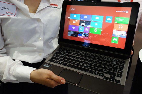 Dotykov� hybridn� ultrabook Toshiba U920T