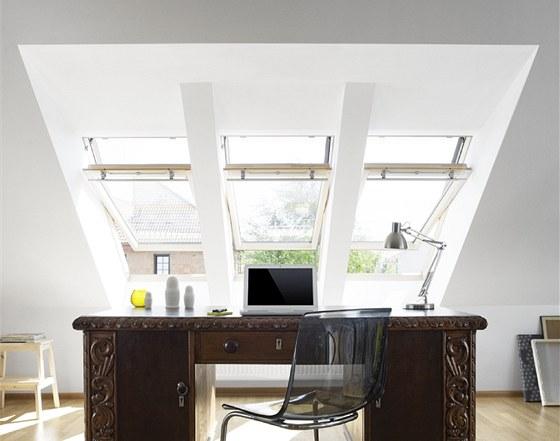 Střešní okna mohou být řazena do sestav jak nad sebou, tak vedle sebe.
