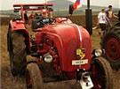 Mezi traktory byl také model Porsche z roku 1959.