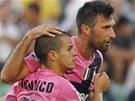Sebastian Giovinco (vlevo) se raduje ze svého gólu se spoluhráčem Mirko