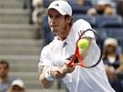 TOHLE JE MŮJ BEKHEND. Andy Murray v semifinále US Open proti Tomáši Berdychovi.