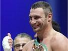 Ukrajinsk� boxer Vitalij Kli�ko oslavuje svoje v�t�zstv� v utk�n� o titul