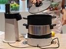 Pod spotřebičem Homecooker je podepsaný vedle firmy Philips také šéfkuchař