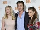 Kirsten Dunstová, Garrett Hedlund a Kristen Stewartová na premiéře filmu Na