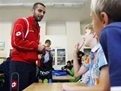 Mladé fotbalisty ze sportovní školy v Ohrazenicích vítali ve školním roce hráči