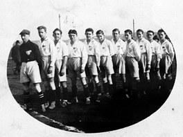 Zřejmě nejstarší dochovaná fotografie fotbalistů Baníku Ostrava, tehdy ještě SK