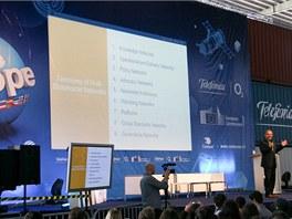 Dělení on-line sítí a organizací (Don Tapscott, autor bestelleru Wikinomics, na
