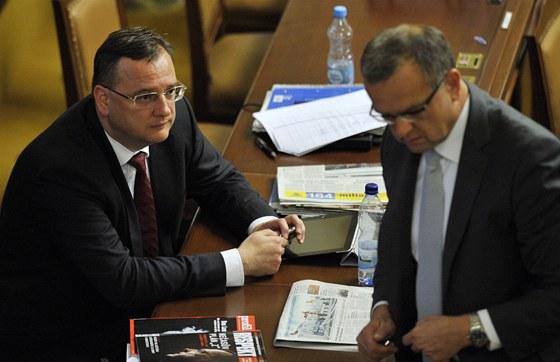 Petr Nečas a Miroslav Kalousek při jednání v Poslanecké sněmovně (18. září)