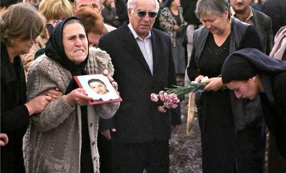 Bolest Beslanu � poh�eb jednoho ze zabit�ch d�t� p�i teroristick�m �toku v
