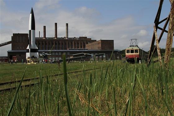 V�zkumn� centrum v Peenem�nde. Na podstavci stoj� prvn� balistick� raketa sv�ta