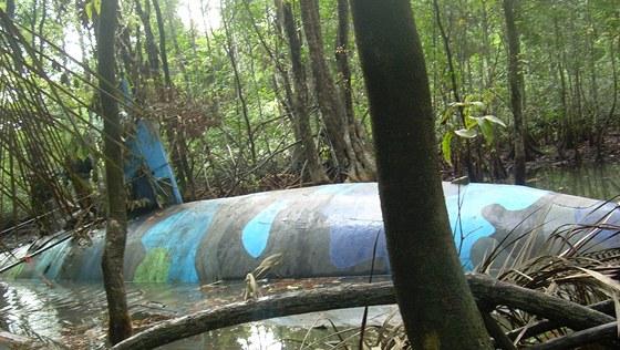 Ponorka pat��c� drogov�m pa�er�k�m zabaven� v �ervenci 2010 v Ekv�doru