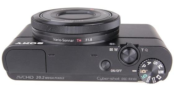 Sony RX-100: Volbu funk�n�ch re�im� ma na starosti klasick� kole�ko, ��zen�