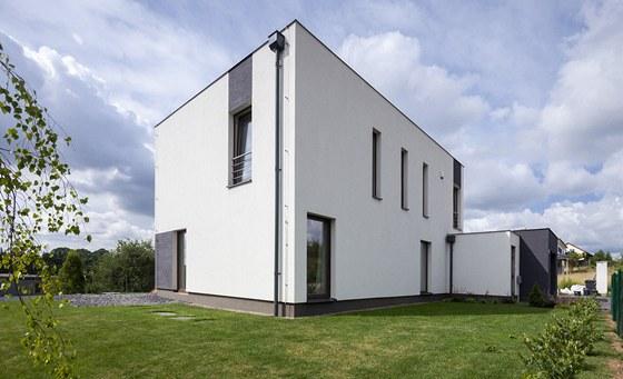 Dům má jednoduchý tvar krychle.