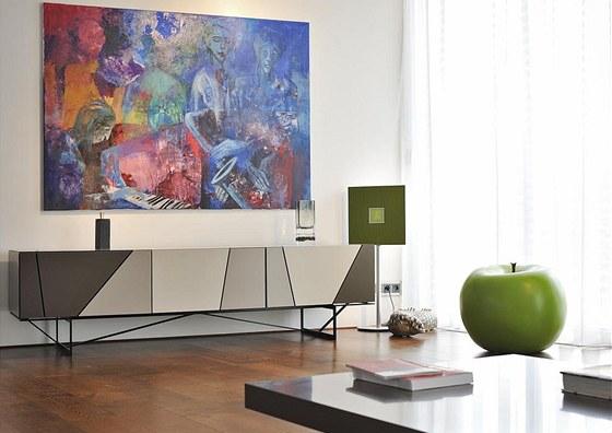 Velkorozměrné malby na zdech přinášejí do interiéru více barevnosti. Velké